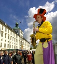 Clown Peppino mit Saxophon